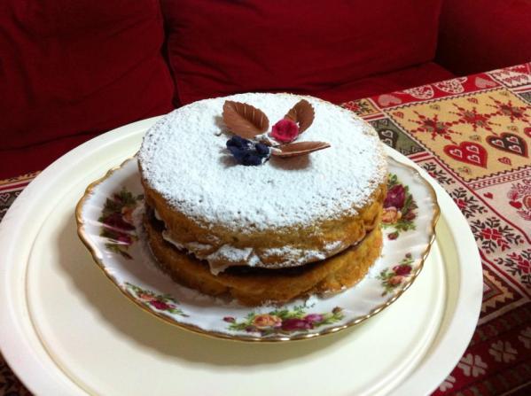 Κλασικό sponge cake με μαρμελάδα φράουλα